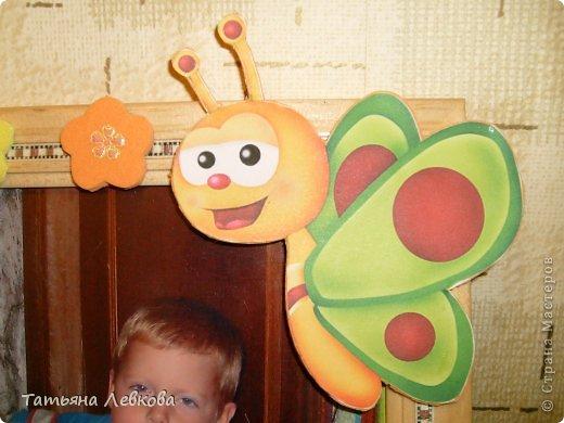 """Мая вторая ключница на День рождение двоюродной сестре.На фото её дети и собачка Ева.Её третий ребёнок.Рамку решила оформить в цветах т.к.""""Дети цветы жизни!"""" и чтобы было по веселее добавила бабочку. фото 2"""