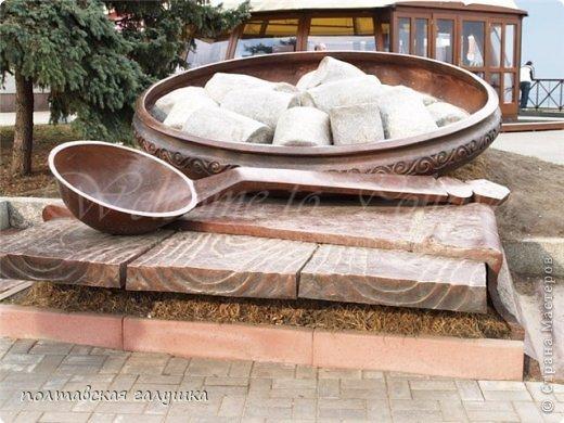 Вот так выглядит памятник Полтавской галушке в г.Полтава. фото 1