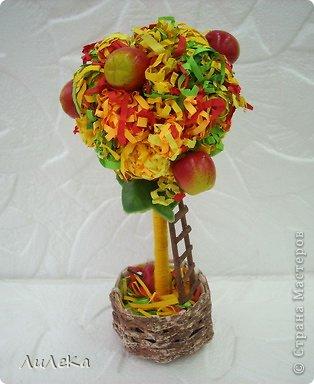 Это работы моих кружковцев. Осеннее деревце сделала Оксана, а деревце с розочками из фетра - её бабушка.  фото 3