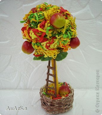 Это работы моих кружковцев. Осеннее деревце сделала Оксана, а деревце с розочками из фетра - её бабушка.  фото 4