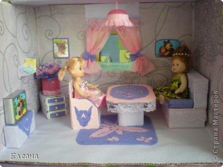 Здравствуйте все, кто зашел на мою страничку! Посмотрев работы мастериц СМ, захотелось тоже сделать Кукольный домик для дочки. Домик еще не закончен - это только гостиная, предполагается на втором этаже терраса для отдыха, а вторая комната будет спальней. фото 6