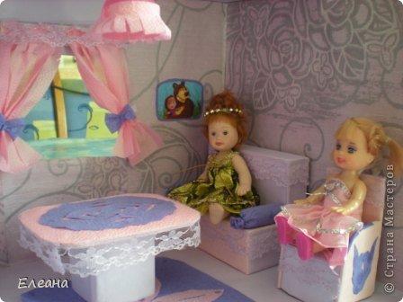 Здравствуйте все, кто зашел на мою страничку! Посмотрев работы мастериц СМ, захотелось тоже сделать Кукольный домик для дочки. Домик еще не закончен - это только гостиная, предполагается на втором этаже терраса для отдыха, а вторая комната будет спальней. фото 4