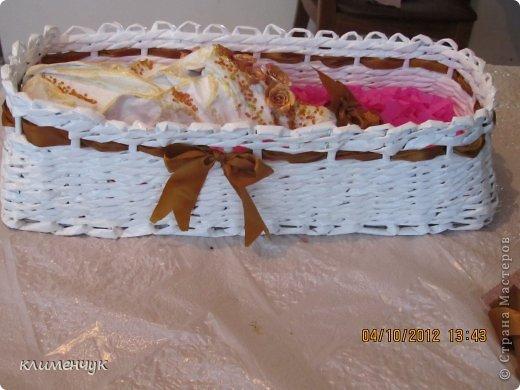 Давно хотела украсить бутылочку а вот и повод нашелся-юбилей свекрови!!Моя первая бутылочка и одновременно подарок свекрови!!!коробочка плетенка из бумаги! фото 3