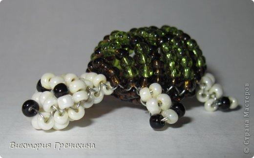 Сегодня сплелась еще одна моя маленькая зверушка параллельным плетением - черепашка!  Обращайтесь за схемой! фото 2