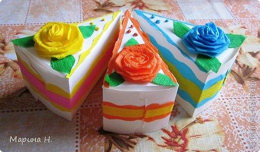 Доброго времени суток! Увидела как-то в Стране бумажные тортики с сюрпризами внутри и не устояла! Ждала подходящего случая, чтобы попробовать самой. И вот он наступил - день рождения племянников! Правда, торт делать не стала, не располагаю временем, а сделала вот такие кусочки.  фото 2