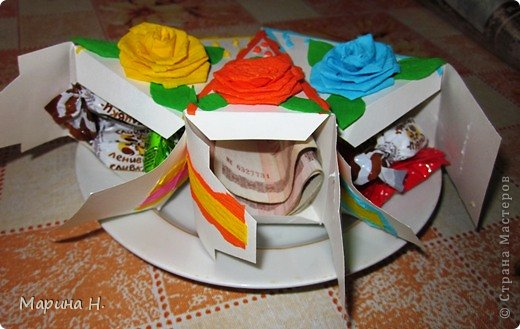 Доброго времени суток! Увидела как-то в Стране бумажные тортики с сюрпризами внутри и не устояла! Ждала подходящего случая, чтобы попробовать самой. И вот он наступил - день рождения племянников! Правда, торт делать не стала, не располагаю временем, а сделала вот такие кусочки.  фото 3