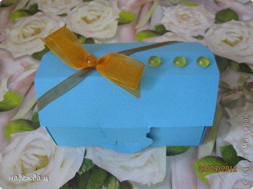 дочку попросили сделать бусы и браслет, а вместе мы упаковали в блмбоньерку фото 2