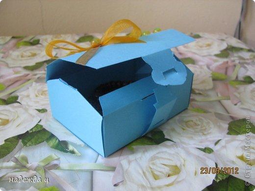 дочку попросили сделать бусы и браслет, а вместе мы упаковали в блмбоньерку фото 3