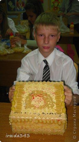 Завершен первый месяц учебного года и у нас появились первые результаты художественного творчества пятиклассников. Шкатулка, декорированная макаронами. Казалось бы, какая примитивная вещь, но после золочения превращается в настоящее произведение искусства. фото 8