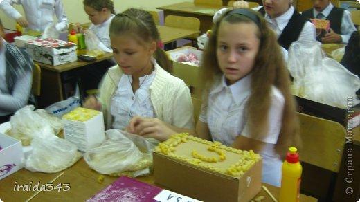 Завершен первый месяц учебного года и у нас появились первые результаты художественного творчества пятиклассников. Шкатулка, декорированная макаронами. Казалось бы, какая примитивная вещь, но после золочения превращается в настоящее произведение искусства. фото 9