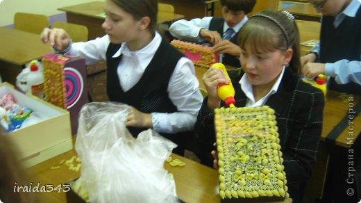 Завершен первый месяц учебного года и у нас появились первые результаты художественного творчества пятиклассников. Шкатулка, декорированная макаронами. Казалось бы, какая примитивная вещь, но после золочения превращается в настоящее произведение искусства. фото 10
