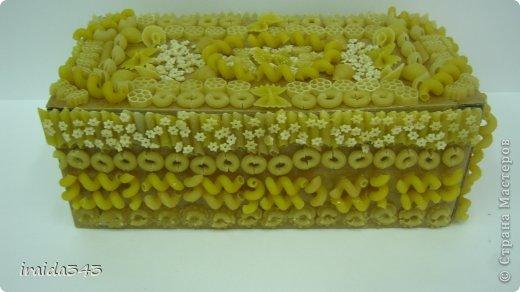 Завершен первый месяц учебного года и у нас появились первые результаты художественного творчества пятиклассников. Шкатулка, декорированная макаронами. Казалось бы, какая примитивная вещь, но после золочения превращается в настоящее произведение искусства. фото 12