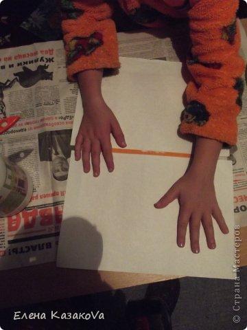"""Дебютничаем))) Во-о-от...Решил мой девятилетний детюшик поздравить учтельницу любимую))) И появился у нас первый опыт в...ну уж не знаю, к какой технике отнести Ксюшину открытку, но в реалии получилось довольно мило..для первого-то раза))) Фотоаппарат бессовестный правда нас вчера """"кинул""""..пришлось на телефон снимать, так что качество изображения не совсем """"айс"""". Мама , то бишь я, подбрасывала идейки, а Ксюшка добросовестно их воплощала))) фото 5"""