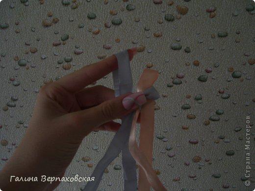 Вам понадобятся 2 ленты любых цветов (длина - примерно пол-метра, ширина - чем уже - тем лучше (только совсем тонкие не берите)) фото 6