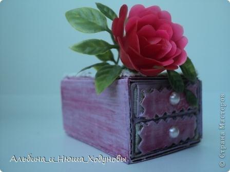 Вот такой комодик из спичечных коробков я сделала для сестры ( она очень любит всякие коробочки, шкатулочки). фото 5