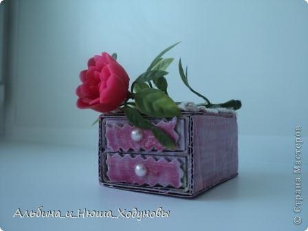 Вот такой комодик из спичечных коробков я сделала для сестры ( она очень любит всякие коробочки, шкатулочки). фото 3