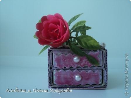 Вот такой комодик из спичечных коробков я сделала для сестры ( она очень любит всякие коробочки, шкатулочки). фото 4