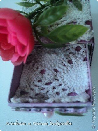 Вот такой комодик из спичечных коробков я сделала для сестры ( она очень любит всякие коробочки, шкатулочки). фото 8