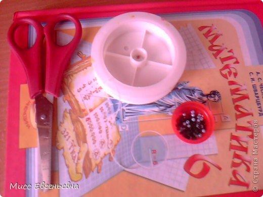 Привет всем гостям моего блога!Я опубликовала свою первую поделку,так что, тапочками не кидаться!!Представляю вам изготовление браслета из бисера! Нам нужно: Эластичная нить,бисер(любого цвета),ножницы,ваша рука.:-)  фото 1