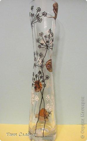 У меня были три стеклянные формы: подсвечник, вазочка и банка из-под кофе.  Украсила их с помощью красок и контуров. По порядку: фото 7