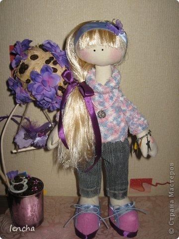 Здравствуйте, мои дорогие жители Страны мастеров!!!!!!!!!! Я очень рада видеть вас на своей страничке!!!!!! Сегодня хочу познакомить вас со своей новой куколкой-----Лизонькой.  Я давно мечтала начать шить таких куколок, но всё как-то не моглось (моя гулящая Муза опять улетела и я без неё, как малое дитя........ничего не могу........не придумывается, не делается ..........................ну совсем никак :((((   Но сегодня, о чудо!!!!!!!!!!!!! Моя Музочка прилетела и дрынькнула на своей волшебной арфочке, и я, как ошалелая поскакала шить девочку, о которой уже давненько думала :)))   И вот она----ЛИЗОНЬКА, познакомьтесь!!! фото 1