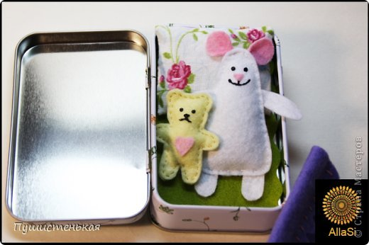 Маленькие ляльки для дочурки. Размер коробочки 9х6см. Материал-фелт, подушка-ситец. фото 2