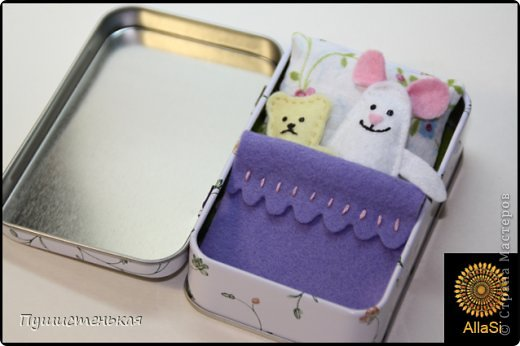 Маленькие ляльки для дочурки. Размер коробочки 9х6см. Материал-фелт, подушка-ситец. фото 1