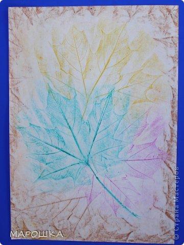 Фроттаж - интересная техника, мы начали с восковых карандашей и живых листьев, когда проявляется рисунок восхищению детей нет предела... впервые с этой техникой (не считая карандашных монеток в детстве) встретилась в книгах фото 1