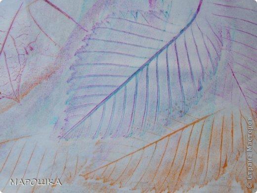 Фроттаж - интересная техника, мы начали с восковых карандашей и живых листьев, когда проявляется рисунок восхищению детей нет предела... впервые с этой техникой (не считая карандашных монеток в детстве) встретилась в книгах фото 2