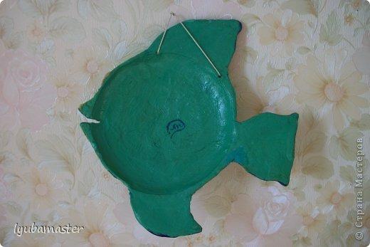 """Рыбки,так рыбки....21х21 см.Лепилась на чайном блюдце.Краски-гуашь.акрил.Сушка в газовой духовке при приоткрытой дверце до полного высыхания.После этого прогрунтована акриловой грунтовкой.Лак аэрозольный """"BOSNY"""". фото 3"""