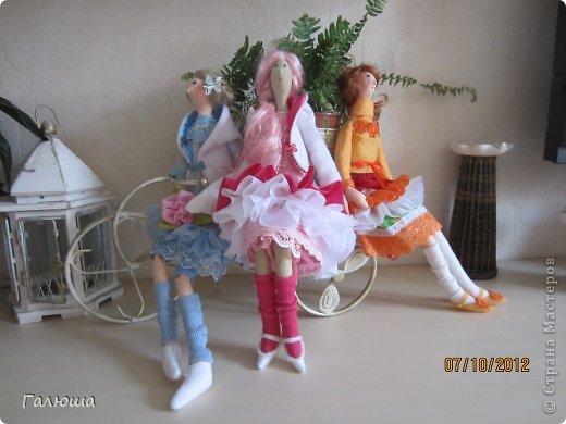 Куколки уже были сшиты давно, вот и решила переделать им волосы и одежду. фото 1