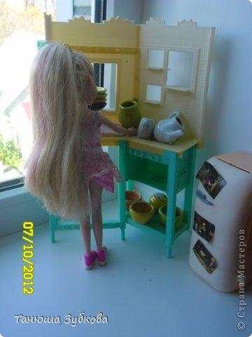 Кукольный домик на окне фото 2