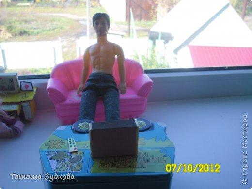 Кукольный домик на окне фото 3