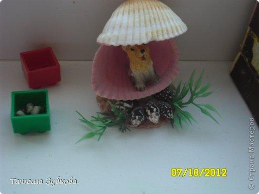 Кукольный домик на окне фото 7