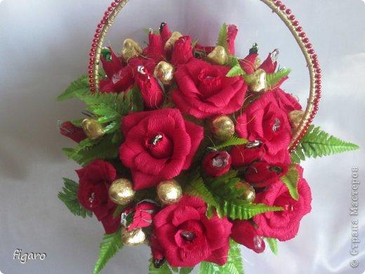 Цветы и букеты из гофрированной бумаги своими руками