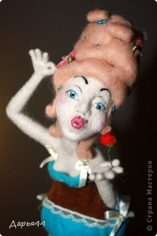 Воздушный поцелуй. Валяная кукла фото 1