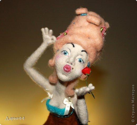 Воздушный поцелуй. Валяная кукла фото 2