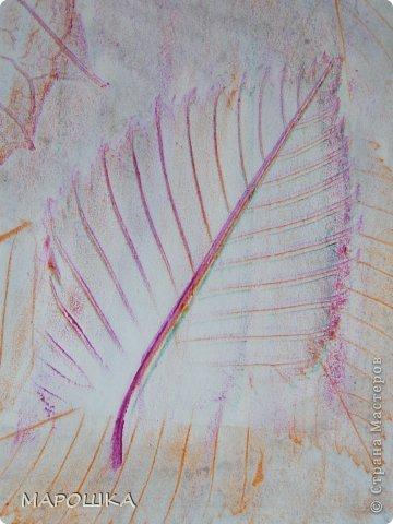 Фроттаж - интересная техника, мы начали с восковых карандашей и живых листьев, когда проявляется рисунок восхищению детей нет предела... впервые с этой техникой (не считая карандашных монеток в детстве) встретилась в книгах фото 4
