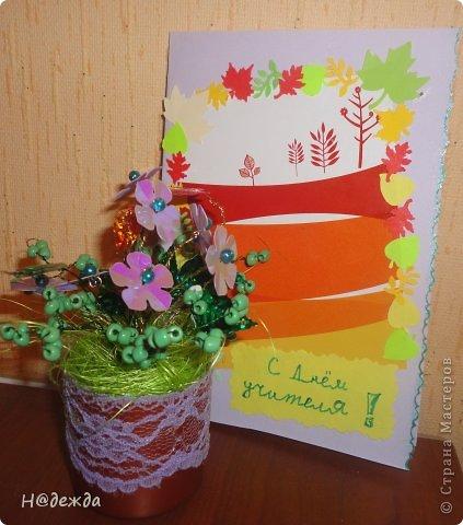 Ко дню учителя Вероника делалет подарки сама. Вои в этом году она решила сделать бисерные букетики с цветочками.  фото 1