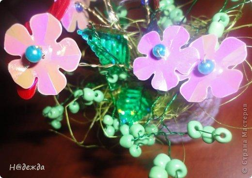 Ко дню учителя Вероника делалет подарки сама. Вои в этом году она решила сделать бисерные букетики с цветочками.  фото 4