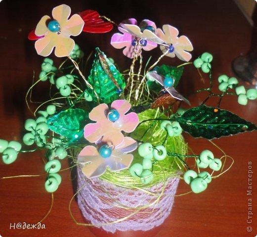 Ко дню учителя Вероника делалет подарки сама. Вои в этом году она решила сделать бисерные букетики с цветочками.  фото 3