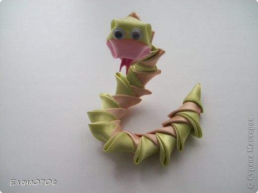 Вот такая змейка получилась у меня. Идейку я нашла здесь: https://stranamasterov.ru/node/430303  Спасибо большое вдохновителю.