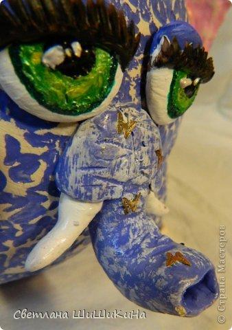 Вот и слон готов. Как все началось - https://stranamasterov.ru/node/325715 Поделка практически дочкина, мое исполнение - это крылья, глаза и хобот. Цвета совсем искажены... Сам слон больше фиолетовый, а на фото какой то голубой и крылья наяву более яркие и светлые... А вот цвет глаз передался хорошо... фото 9