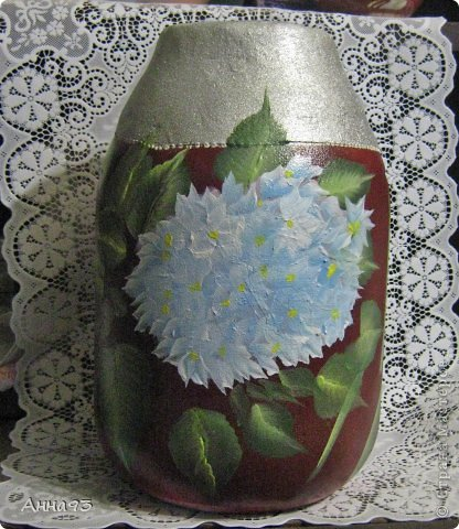 Давно хотела сделать вазу из 3х лит. банки. Фон взяла очень яркий, а потому ,декупаж бы не вышел .  Попробовала расписать. Художник я тот ещё ,так что ...  фото 1