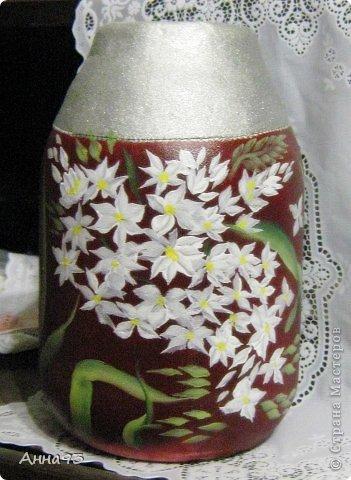 Давно хотела сделать вазу из 3х лит. банки. Фон взяла очень яркий, а потому ,декупаж бы не вышел .  Попробовала расписать. Художник я тот ещё ,так что ...  фото 2
