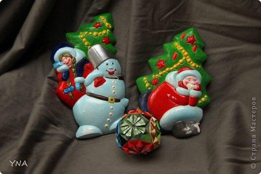 """К новому году  с сыном делали подарки. Барельеф. Правда дед мороз нечаянно упал и лишился валенка (((. А для композиции добавила """"шар"""" в технике кусудамы"""