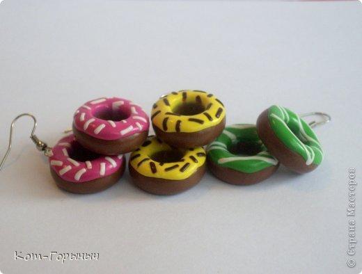 Похвастаюсь своими пластиковыми сладостями. Сама такое не ношу, но лепить нравится) фото 3