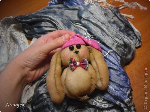 случайно как - то получилось... настроение было хорошее. Кстати, хотела сделать копию своей собачки с длянными ушами... Но, увы, вышел кролик..