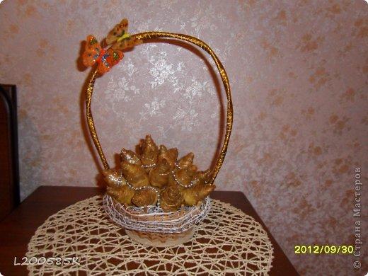 Розы из кленовых кистьев фото 1