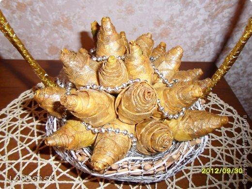 Розы из кленовых кистьев фото 2